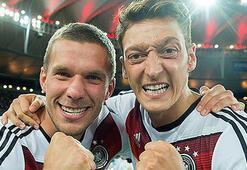 Lukas Podolskiden Mesut Özil paylaşımı