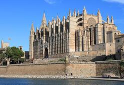 Mallorcada üstsüz dolaşmak yasaklandı