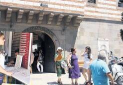 Han esnafı turist yolu gözlüyor