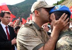 Son dakika: PKKlıları etkisiz hale getiren askerler böyle karşılandı