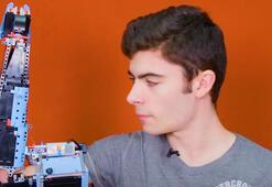 18 yaşındaki engelli genç, kendine legolardan protez kol yaptı