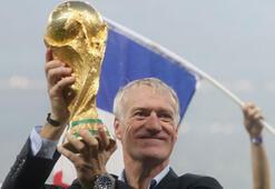 Yine yerli teknik adam Dünya Kupasını kaldırdı