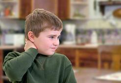 Çocuklarda boyun eğrilikleri neden olur