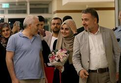 Son Dakika... Ebru Özkan Türkiye'ye döndü Böyle karşılandı...