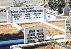 Şampiyonlara mezar 'jesti'