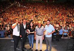 Ferhat Göçer Akşehir'de hayranlarını coşturdu