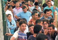 İzmirliler, ucuz ürüne hücum etti