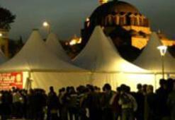 Çadırda 5 yıldızlı iftar sofrası