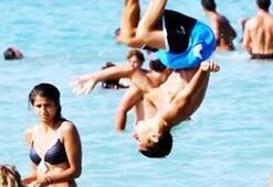 Bodrumda plajlar doldu; sıcak uyarısı yapıldı