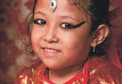 Maocular Nepal'de tanrıça atadı