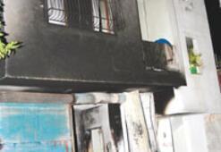 Katil zanlısının evi ve aracı ateşe verildi