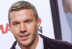 Podolski'den Volkan Demirele gönderme
