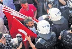 Bayrak satıcısı Sarıçiçek 5 yıl sonra beraat etti