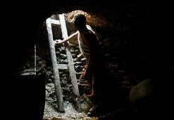 Beyaz altına ulaşmak için iğneyle maden kazıyorlar