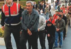 'Çalıntı araç'tan asker ve polis çıktı