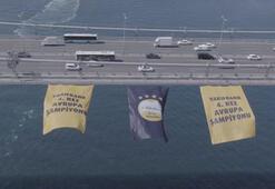 Avrupa şampiyonu VakıfBankın bayrağı köprüde