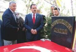BBP lideri, Çatlı'yı mezarı başında andı