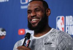 LeBron James Los Angeles Lakersa imzayı attı