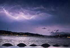 İstanbul'da geceyi aydınlatan sağanak