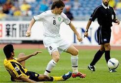 Asyada yılın en iyi futbolcusu seçilen Jeparov, Chelsea idmanında..
