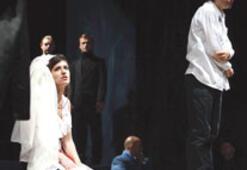 'Duvara Karşı' operada