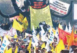 Demokrasi mitingine 'çatışma' gölgesi