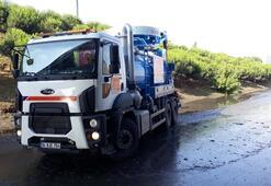 TEMde yan yolu su bastı Trafik kilit...