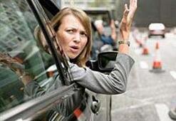 Kadın sürücü polisi ısırdı