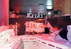 Buz Heykel Müzesi serinletiyor
