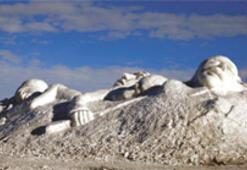 Sarıkamış şehitleri için kardan heykeller
