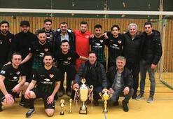 Almanyada Atatürk Kupasını Türkspor Wunstorf kazandı