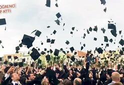 Üniversitede mezuniyet heyecanı