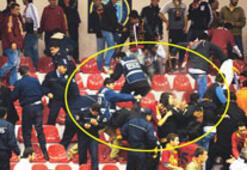 Polis, spor salonunda biber gazı kullandı