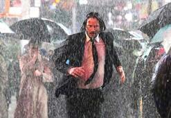 Keanu Reeves sırılsıklam oldu