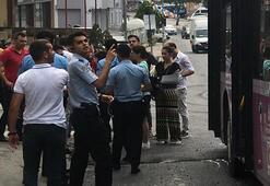 Kadıköy otobüsünde kadını taciz ettiler Tepki gösteren vatandaşları da...