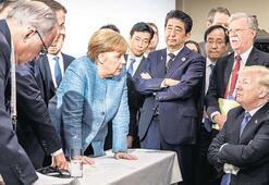 Meğer Merkel'e şeker fırlatmış