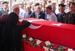 Son dakika haber: Şehidin cenazesine binlerce kişi katıldı