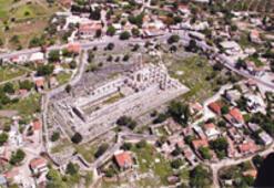 Tapınağın bulunduğu köy definecilerin talan yeri