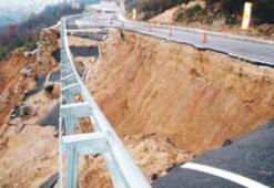Yalova'da yol böyle çöktü