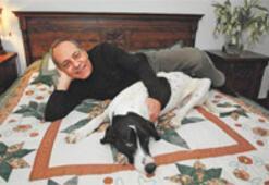 Sevgili köpekleriyle yatıp kalkan yazarlar