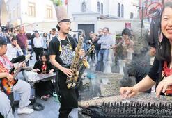 Kadıköy sokaklarında 'Japon işi' konser