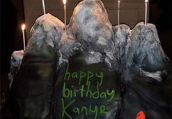 Kim Kardashiandan Kanye Weste sürpriz parti