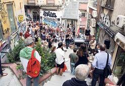 Galata sokaklarında müzikli rota