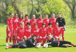 Kızlar dördüncü kupanın peşinde