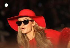 Paris Hiltonun defilede zor anları