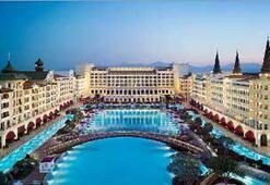 Mardan Palace Otelinin açılışı için Antalyaya yıldız yağıyor