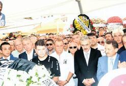 Futbol camiası, Ümit Kayıhan'ı son yolculuğuna uğurladı