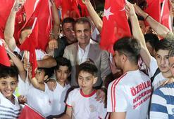 AB Bakanı ve Başmüzakereci Ömer Çelik sporcularla buluştu