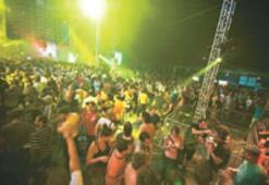 Festivallere bir-ki...