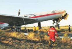 Uçak duvara çarptı: 16 ölü